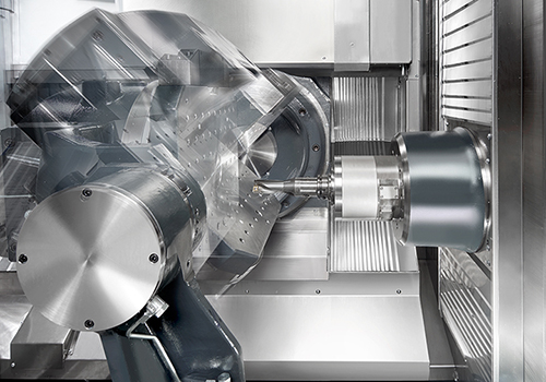 Fifth axis provided by the workpiece for dynamic 5-sided machining and simultaneous 5-axis machining